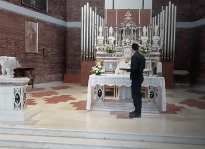 Don Lino caccia il carabiniere dall'altare