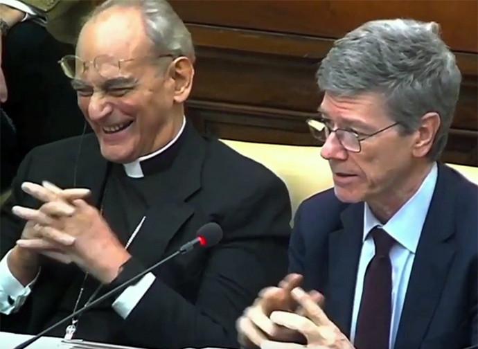 Il vescovo Sorondo si diverte insieme a Jeffrey Sachs