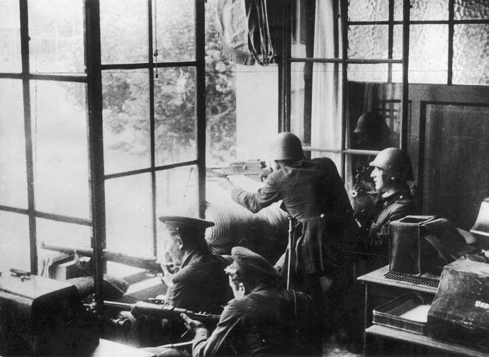 Luglio 1936, truppe repubblicane in azione a Barcellona