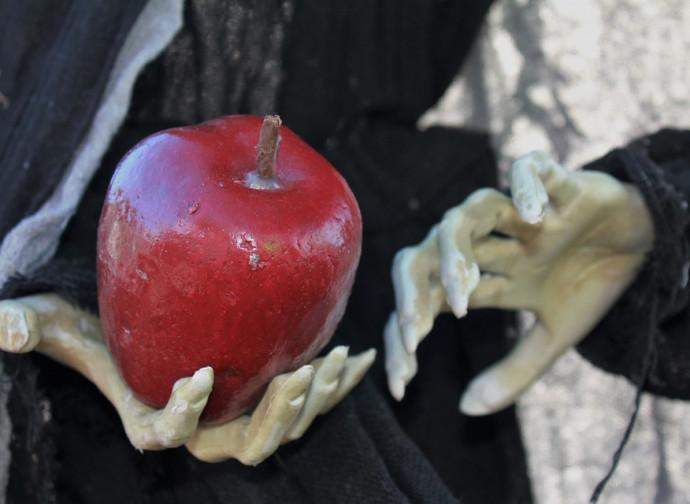 La mela della strega di Biancaneve