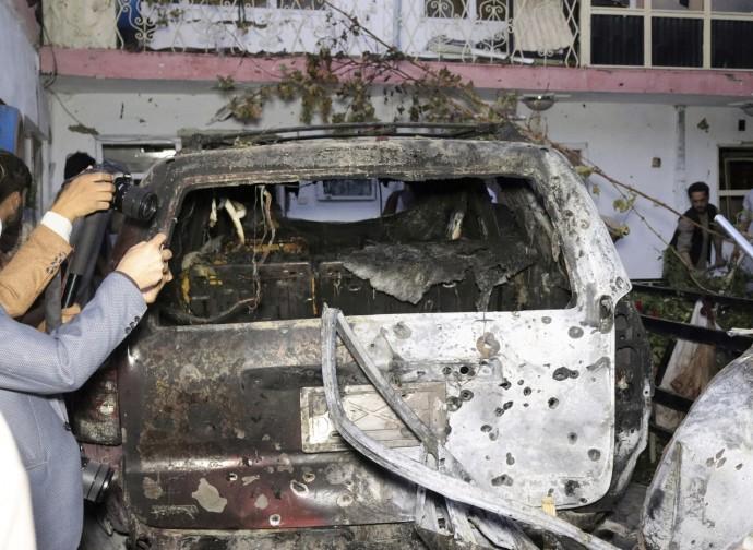 Kabul, i resti del veicolo colpito dal drone