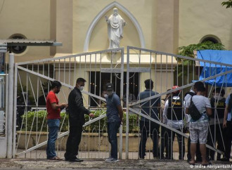 Attentato dinamitardo contro una chiesa in Indonesia