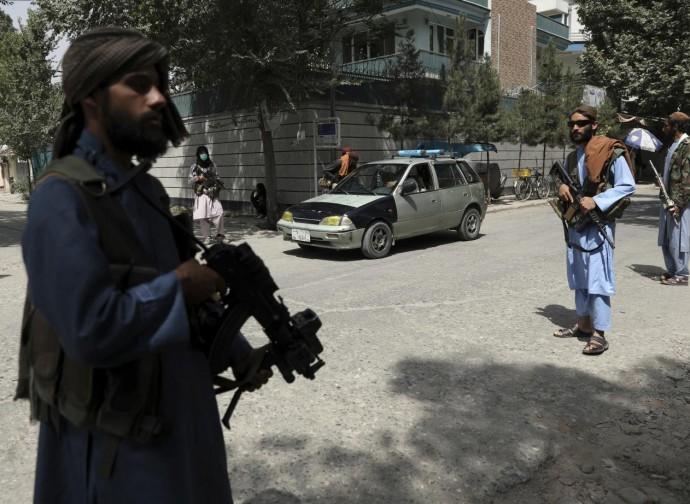 Talebani pattugliano le strade di Kabul