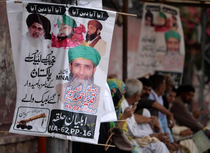 Poster celebrativo di Mumtaz Qadri del partito Tehreek-e-Labaik