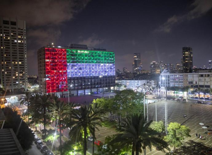 Tel Aviv, il comune illuminato con la bandiera degli Emirati