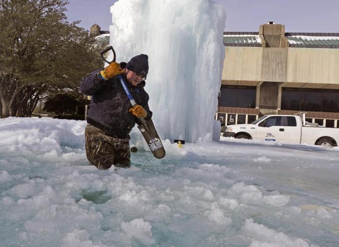 Texas, anche le fontane sono congelate