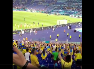 L'Ucraina e i suoi tifosi dopo lo 0-4, una scena nobile