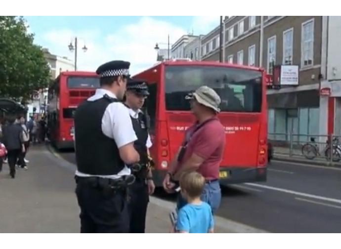 Poliziotti fermano Tony Miano a Wimbledon