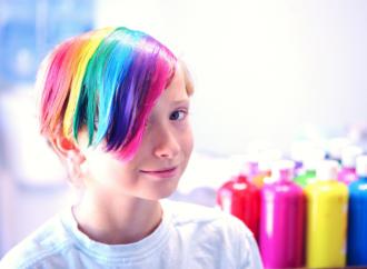 Tolta la figlia a genitori no trans
