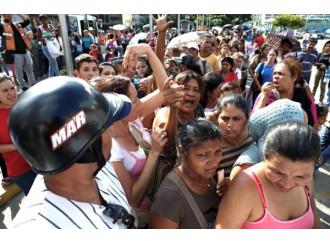 Emergenza democratica, tutti contro Maduro