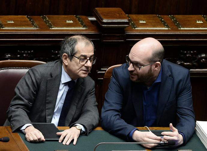 I ministri dell'Economia, Tria, e della Famiglia, Fontana. e
