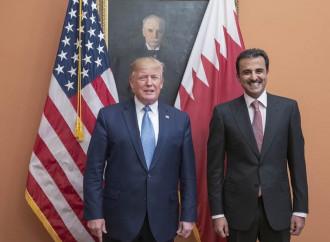 Trump accoglie l'emiro del Qatar, ma senza sottomettersi