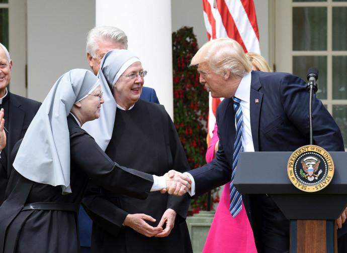 Trump incontro le Piccole Sorelle dei Poveri