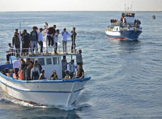 Centinaia di tifosi delusi lasciano la Tunisia per protesta