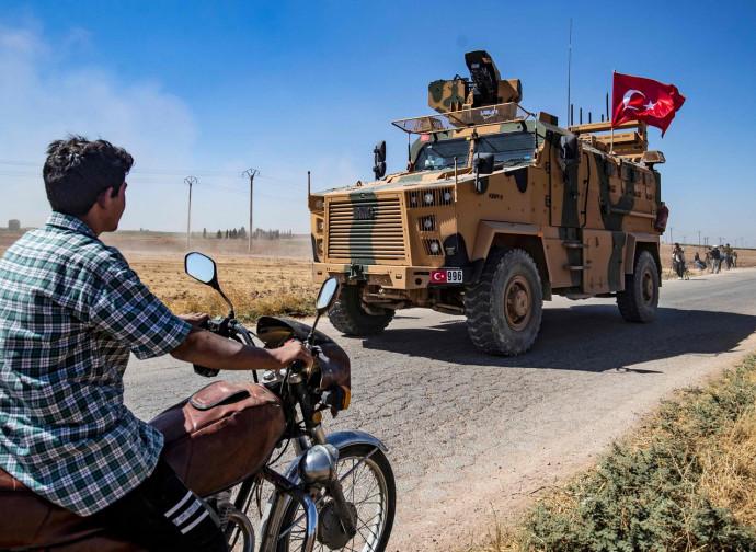 Siria, pattuglia turca al confine