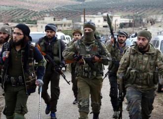 Miliziani filo-turchi entrano in un villaggio di Afrin