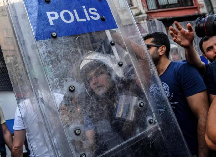 Turchia, polizia tiene i reporter alla larga