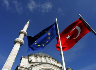 "La Turchia scheda i ""nemici"" europei, paga la UE"