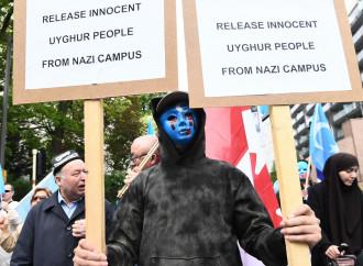 Cina, uiguri rieducati in massa all'ateismo