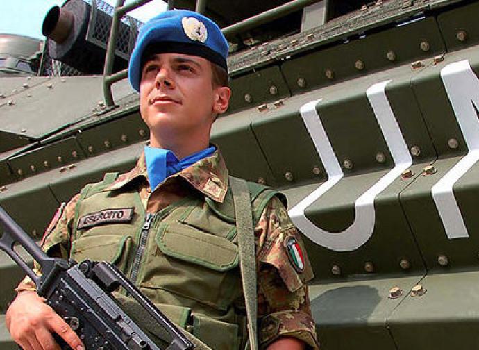 Casco blu italiano della missione Unifil2 (Libano). Sarebbe in pericolo in caso di intervento in Siria