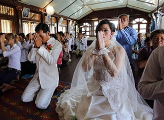 """""""Sposatevi!"""", così il Vietnam comunista incentiva la natalità"""