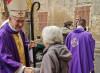 Il Vescovo: «Mi rifiuto di sospendere le Messe»