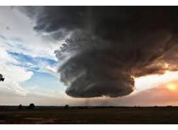 Risultati immagini per immagine del clima catastrofico