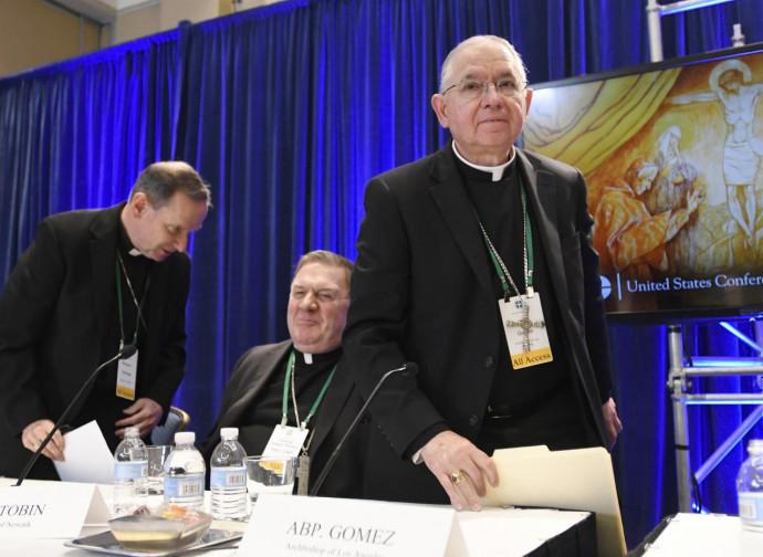 I vescovi Usa (mons. Gomez a destra)