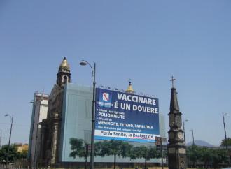 """Napoli, l'ombra della Camorra sulla chiesa """"in vetrina"""""""