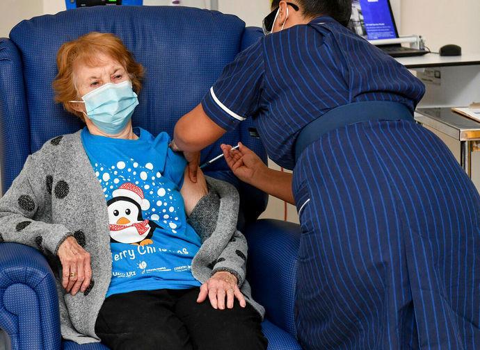 La prima paziente britannica vaccinata