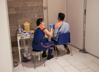 Campagna vaccinale, caccia ai giovani inutile e dannosa