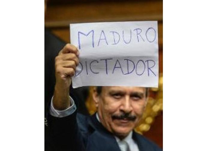 Venezuela, la protesta in Parlamento