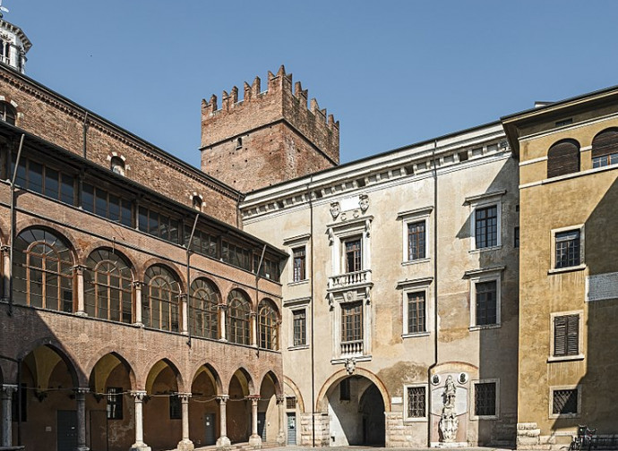 Verona, cortile del Tribunale