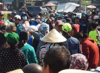 A Ho Chi Minh City la polizia interviene per impedire la costruzione di un presepio