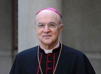 Viganò: «Il Papa non risponde? Chi tace acconsente»
