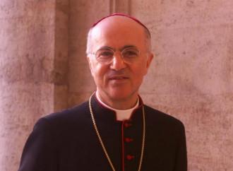 Viganò: «Nella Chiesa si sta legittimando l'omosessualità»