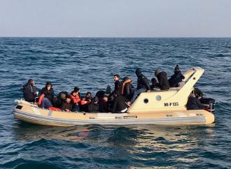 In aumento gli emigranti illegali che tentano la traversata della Manica
