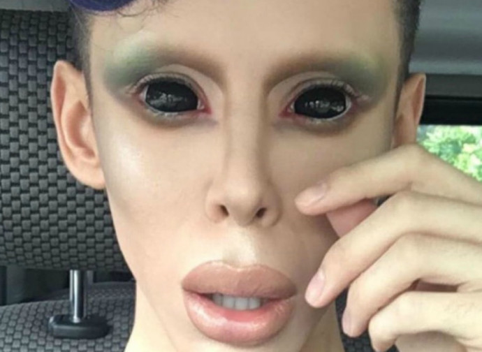 Paola Poliseno, l'artista che ha fatto sesso con gli alieni