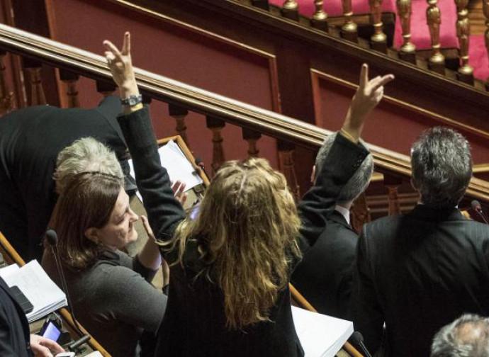 Senato, il momento dell'approvazione della legge