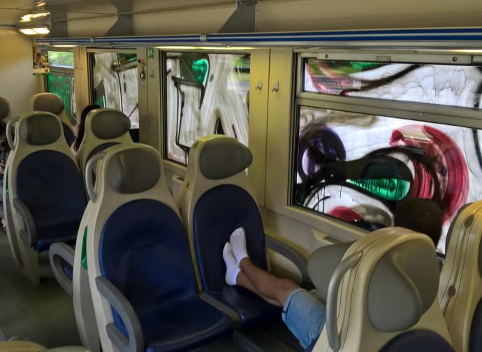 Un viaggiatore molesto su un treno Trenord