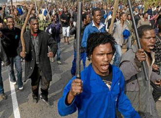 Inizia in Sudafrica il rimpatrio di centinaia di immigrati e richiedenti asilo africani