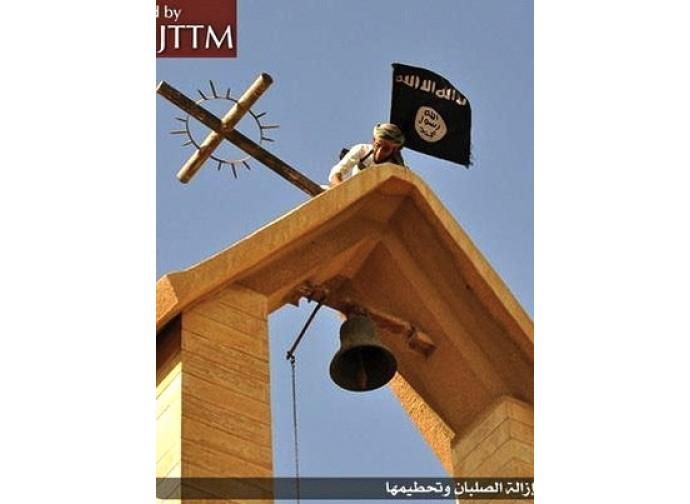 Bandiera dell'Isis su una chiesa di Mosul