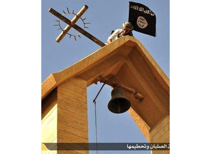 Via le croci a Mosul, su la bandiera nera dell'Isis