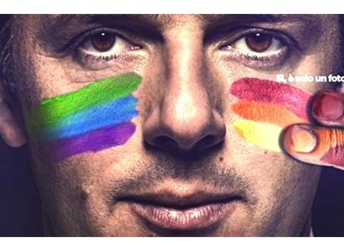 Fotomontaggio di Matteo Renzi in versione gay